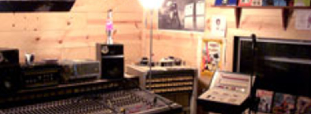 Listing_background_sweatbox_recording_camp