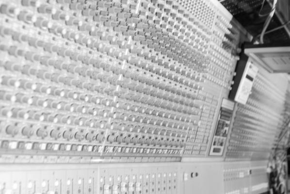 Listing_background_studiometromixdesk
