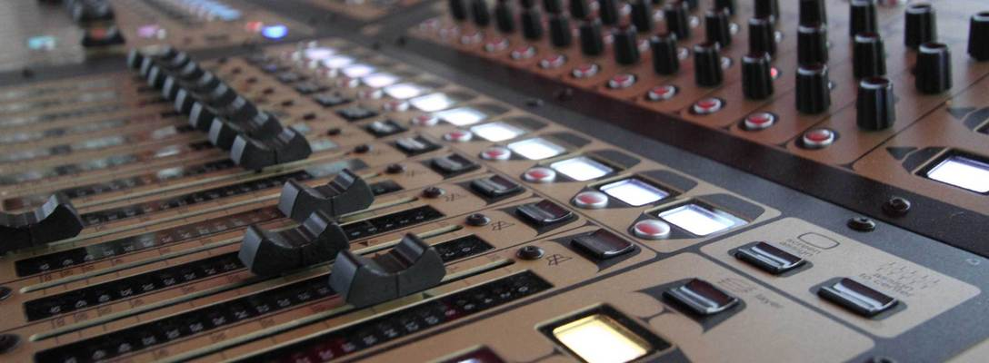 Listing_background_mixing-console
