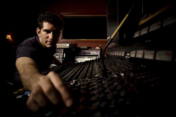 Listing_background_m_goldwasser_in_studio