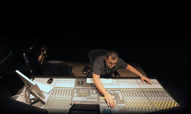 Listing_background_rafael-bautista-mixer