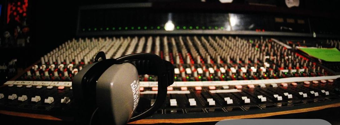 Listing_background_amek_neve_console