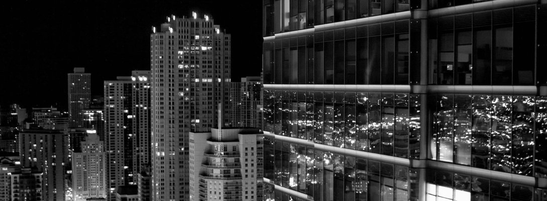 Listing_background_skyscrappers-at-night-in-black-and-white-skyline