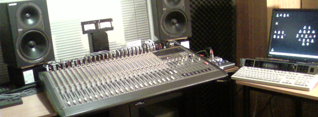 Listing_background_mixer_and_computer
