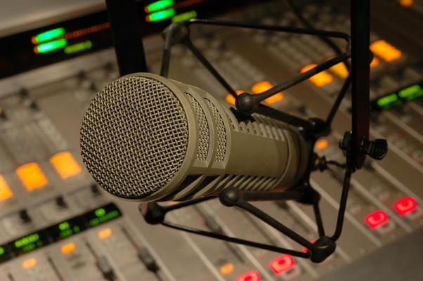 Listing_background_studio-microphone