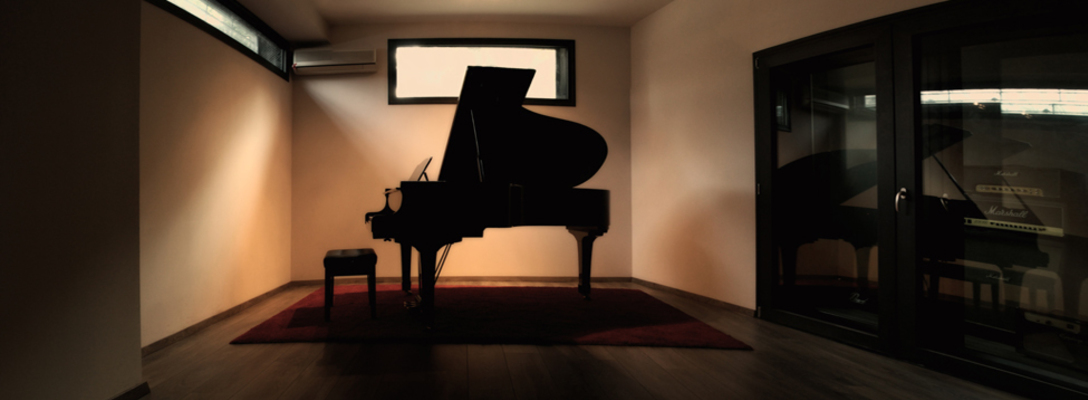 Listing_background_piano