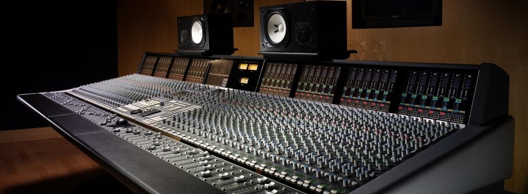 Listing_background_studio-mixer-regulators-speakers
