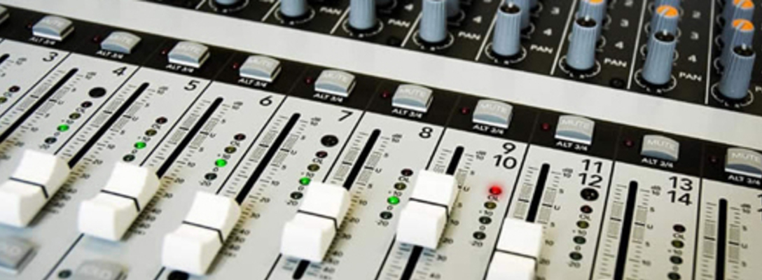 Listing_background_mixing_desk_500x292