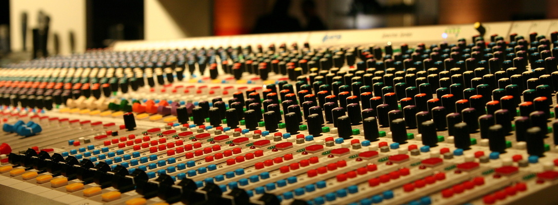 Listing_background_mixbutton_colour_mixing_desk_pic