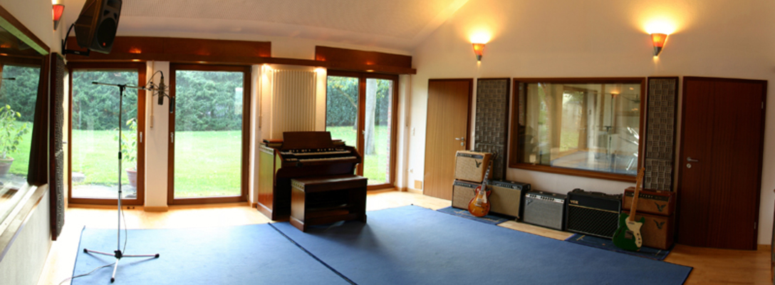 Listing_background_recording-room-1