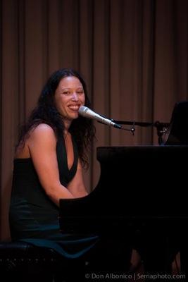 Lindy LaFontaine Voice & Music on SoundBetter