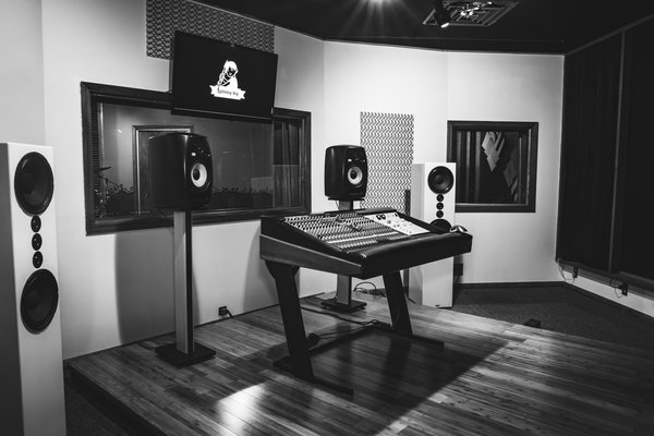 LBA Recording Studio on SoundBetter