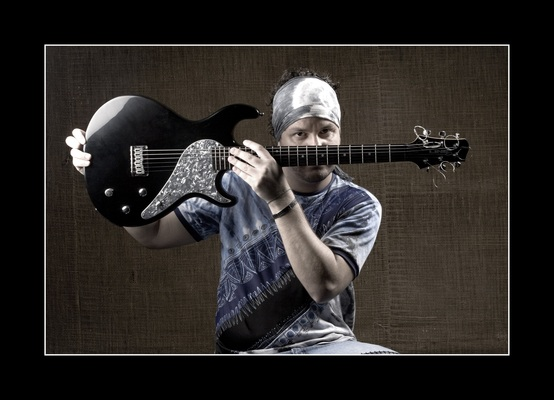 Listing_background_andrei_martinez_guitarra_rezise