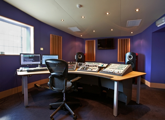 Listing_background_mastering_room1