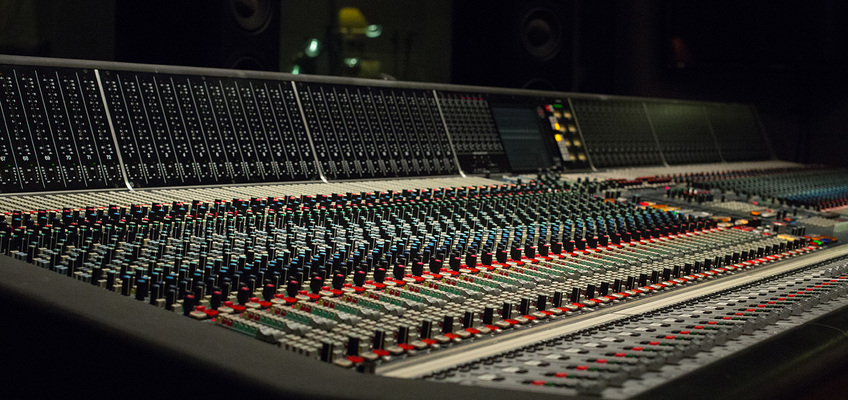 Listing_background_neve-88rs-console-side-view-hq