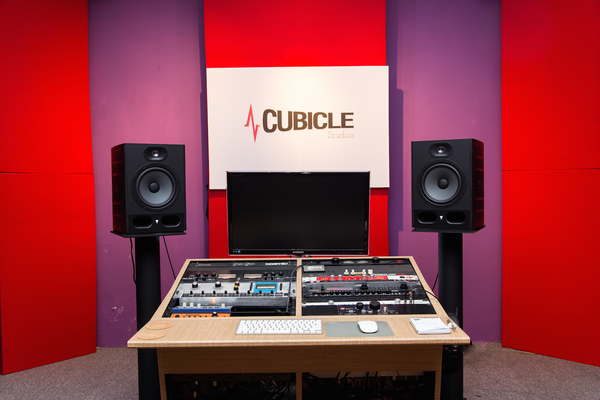 Listing_background_cubicle_studio_medium