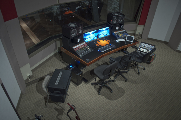 Listing_background_control_room_above_sm