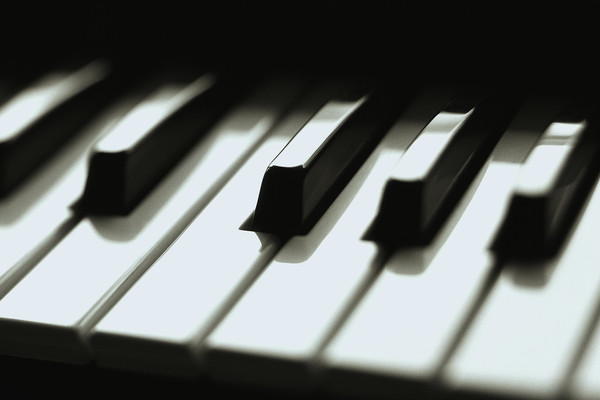 Listing_background_piano_keys
