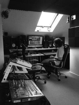 Listing_background_empdy_nico_studio