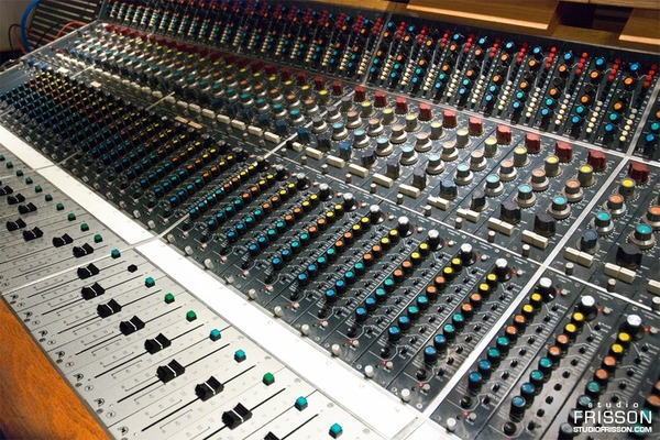 Listing_background_neve.montreal.frisson
