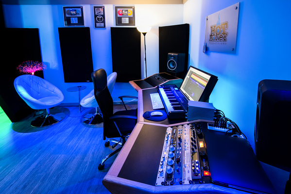 Hot Money Studios on SoundBetter