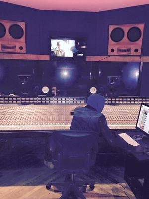 Listing_background_mtmg_studio