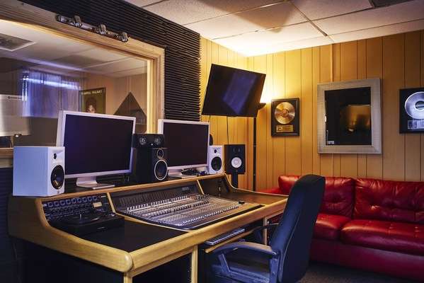 Listing_background_razor_sharp_records_south_studio_c