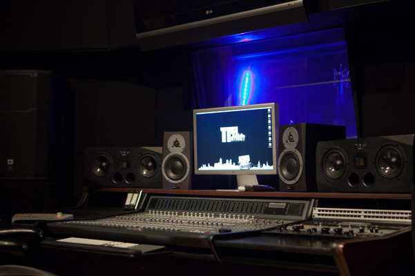 Listing_background_recording-studio-in-atlanta-studio-b-side-best-1030x686