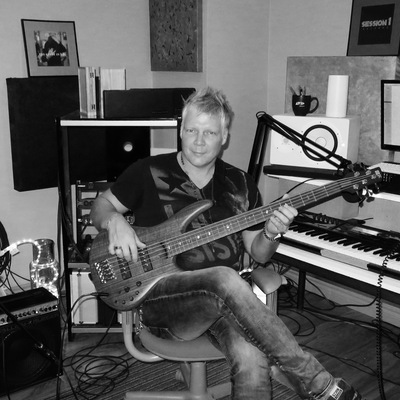 Listing_background_steven_dueck_record_producer_session_bassist