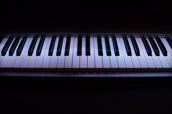 Listing_background_piano-773735_960_720