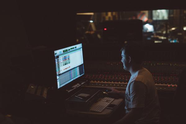 Listing_background_mikaela_hamilton-_matt_wright_in_studio-26