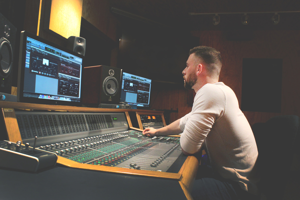 Aaron Chaparian on SoundBetter