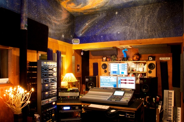 Listing_background_control_room_2013