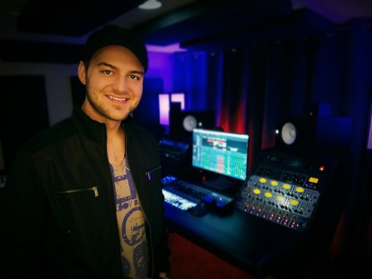 Nick De La Torre on SoundBetter