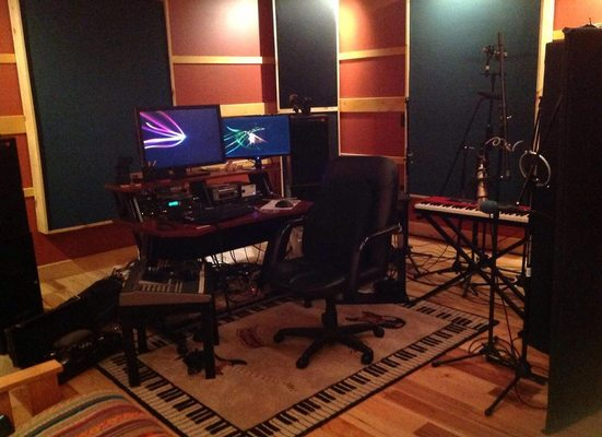Listing_background_face_the_music_recording_studio_photo