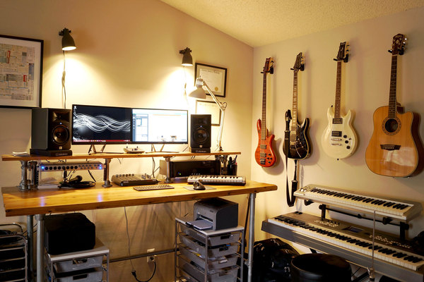 Listing_background_infamous-musician-home-studio