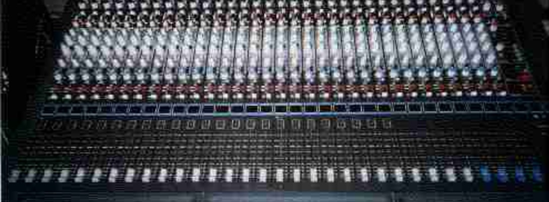 Listing_background_console_front