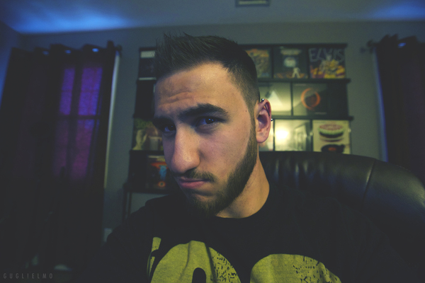 Listing_background_selfie_yo