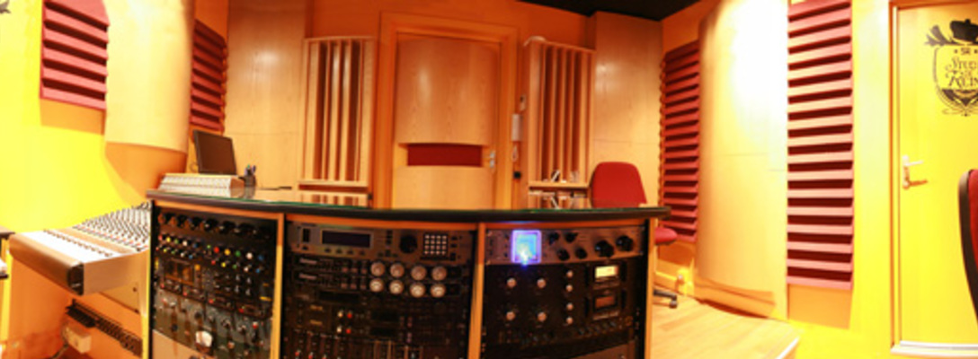 Studio de la Reine on SoundBetter