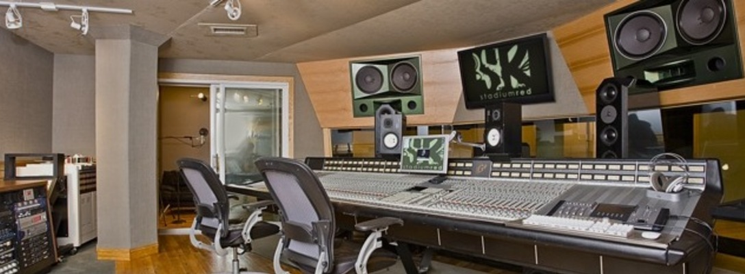 Listing_background_sr_studio_a_control_2