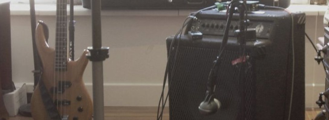 Listing_background_bass_amp