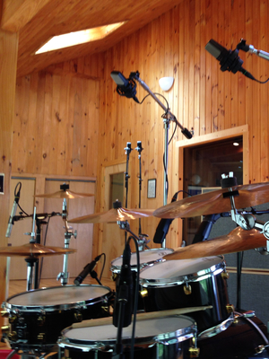 Listing_background_drumroom