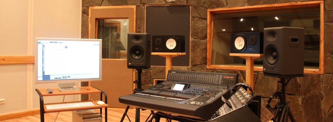 Listing_background_awesome-home-recording-studio-interior-with-stone-wall-and-polished-wood-flooring