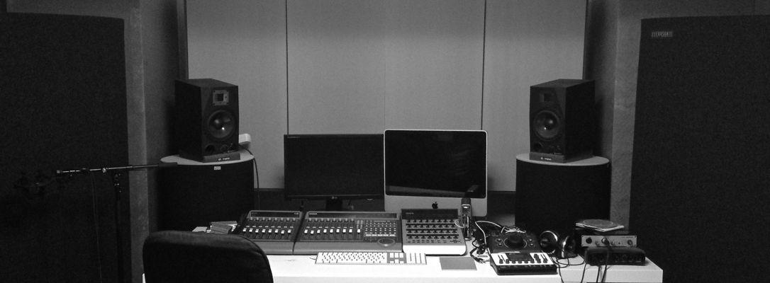 Listing_background_studio_bw